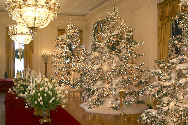 The christmas decorations in the east room of the white for Inside xmas decorations