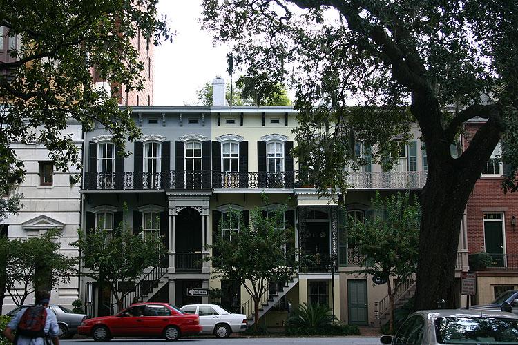 Savannah beautiful row houses in historic savannah for Historic houses in savannah ga